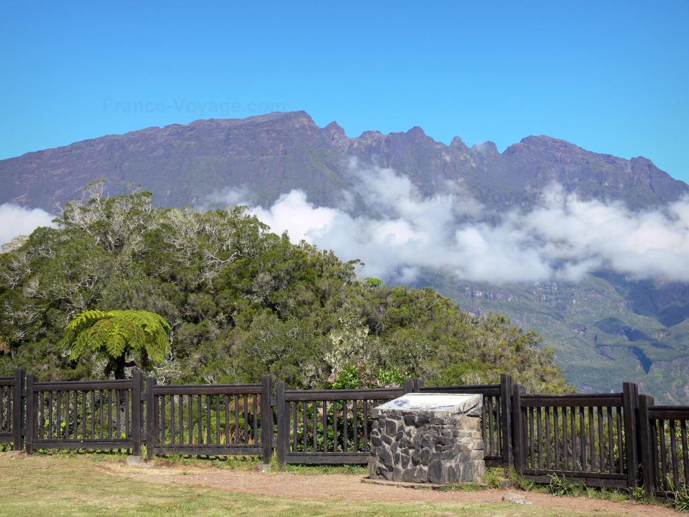 Foto paysages de la r union 145 immagini di qualit in for Gros morne cabine del parco nazionale