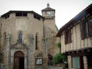Penne - Sainte-Catherine church, the Pont gateway and timber-framed house in the village (Albigensian fortified town)
