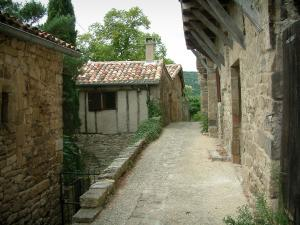 Penne - Narrow street of the village (Albigensian fortified town) with its stone houses