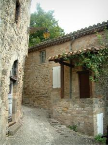 Penne - Stone houses of the village (Albigensian fortified town)