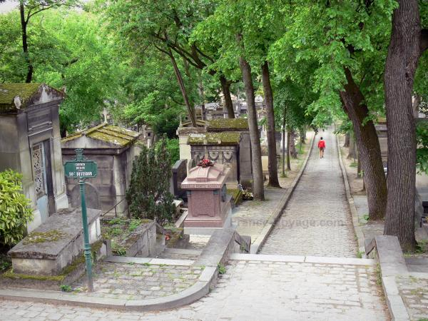 Père-Lachaise Cemetery - Tourism, holidays & weekends guide in Paris
