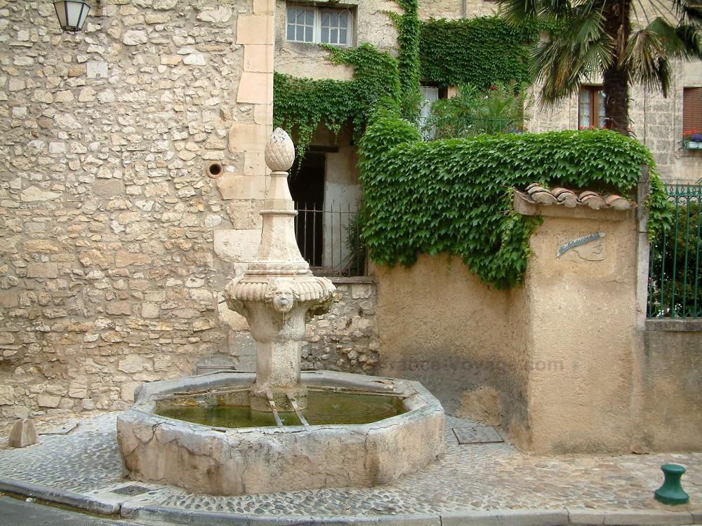 Photos pernes les fontaines guide tourisme vacances - Fontaine de vaucluse office de tourisme ...