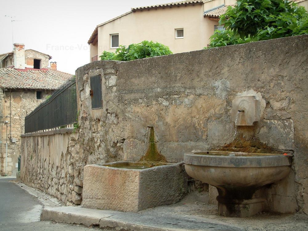 Photos pernes les fontaines guide tourisme vacances - Office du tourisme pernes les fontaines ...