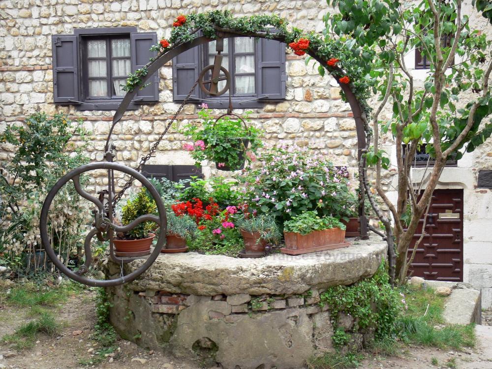 Photos p rouges guide tourisme vacances for Jardin fleuri maison