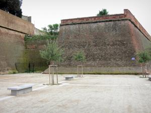 Perpignan - Benches and trees near the fortifications of the citadel