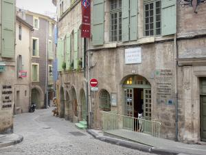 Pézenas - Old town: Barber Gely house home to the tourist office, paved street lined with houses