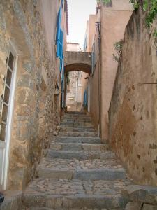 Pigna - Narrow paved street (stairway) lined with houses (in the Balagne region)