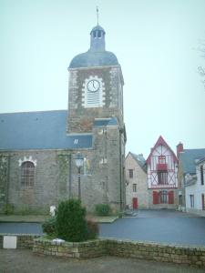 Piriac-sur-Mer - Church and houses of the village (seaside resort)