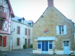 Piriac-sur-Mer - Houses in the village (seaside resort)