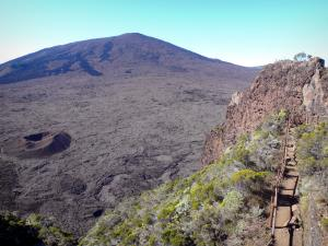Piton de la Fournaise - Hiking trail overlooking the volcano and crater Formica Leo