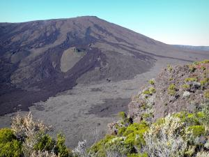 Piton de la Fournaise peak - View of the Fournaise volcano