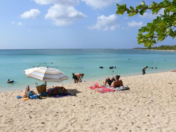 La plage du souffleur de port louis guide tourisme - Restaurant la grande plage port louis ...