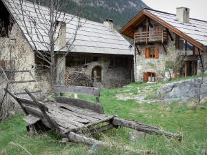 Plampinet - Old cart and stone houses of the village; in the Clarée valley