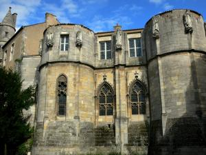 Poitiers - The palais de justice (law courts, former palace of the counts of Poitou and the dukes of Aquitaine): Maubergeon tower (keep flanked by towers)