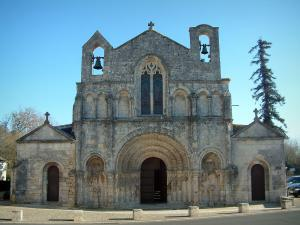 Pons - Saint-Vivien church in Saintonge