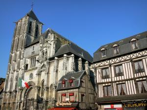 Pont-Audemer - Saint-Ouen church and half-timbered houses in the town