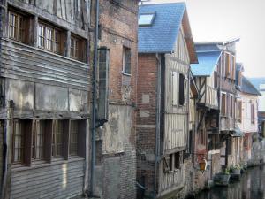 Pont audemer 15 afbeeldingen met hoge resolutie - Gevels van hedendaagse huizen ...