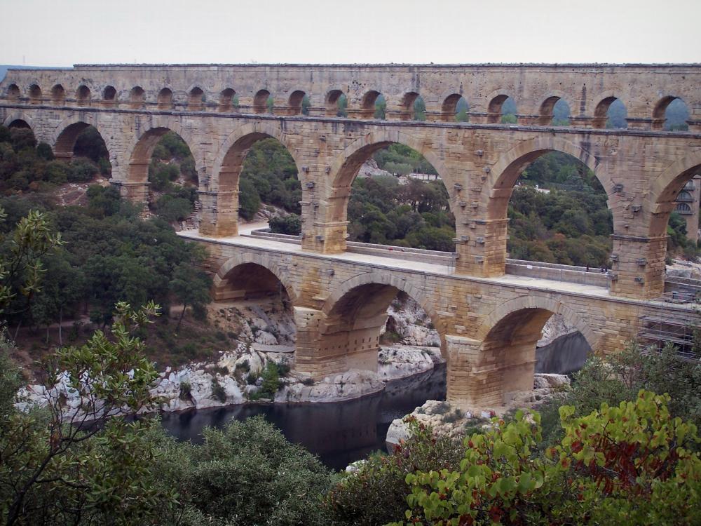 Foto il ponte del gard guida turismo e vacanze for Piani di casa con ponti