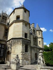 Pontoise - Mansion home to the Tavet-Delacour museum