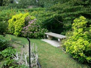 Pontoise - Park of the Pissarro museum: bench in the garden of the five senses