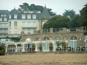 Pornic - Noëveillard beach, restaurant terrace and residences