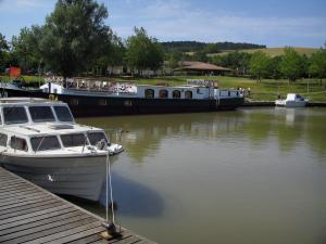 Port-Lauragais - Barge and moored boats