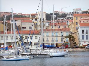 PortVendres Tourism Holiday Guide - Hotel sur le quai port vendres