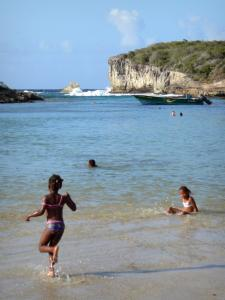 Porte d'Enfer lagoon - Children playing in the lagoon