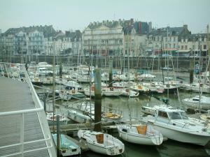 Le Pouliguen - Houses, quay and port with its boats and its sailboats