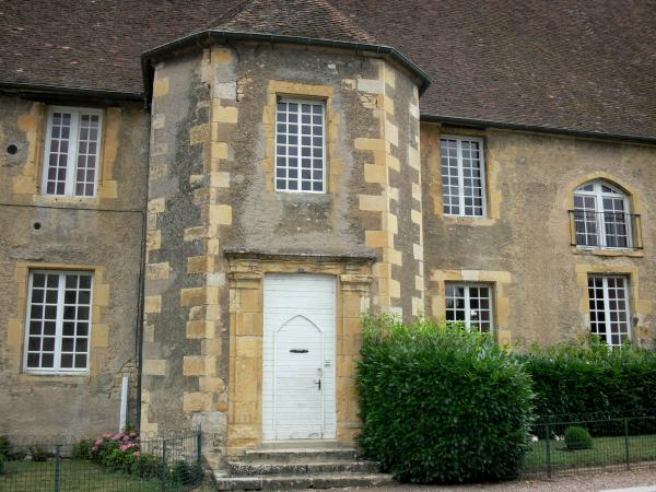 Prémery - Facade of the old castle of the Bishops of Nevers (main building)