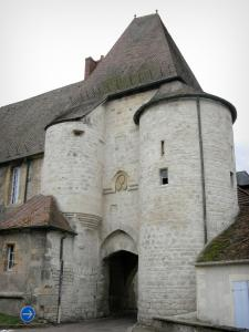 Prémery - Fortified gate of the castle with a tower and a turret