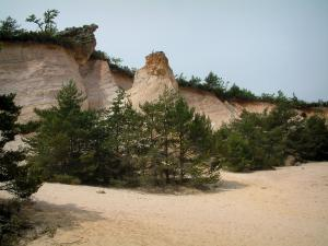 Provençal colorado - Désert blanc (White desert) with sand, trees and small cliffs (former ochre careers of Rustrel)