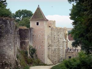 Provins - Fortified walls (medieval fortifications) of the upper town: towers and ramparts