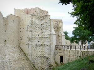 Provins - Porte Saint-Jean gate (fortified gate, medieval fortification)
