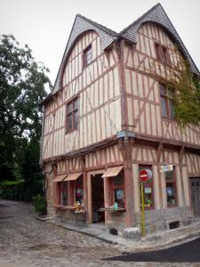 Provins - Old half-timbered house in the upper town