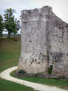 Provins - Tower of the walled town (medieval fortifications) and ramparts walk
