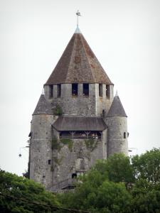 Provins - César tower (keep, watchtower) flanked by corner turrets