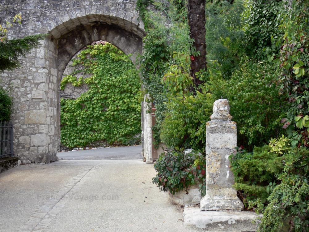 Photos pujols guide tourisme vacances for Porte vue en anglais