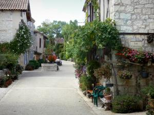 Pujols - Street of the village lined with houses flowers