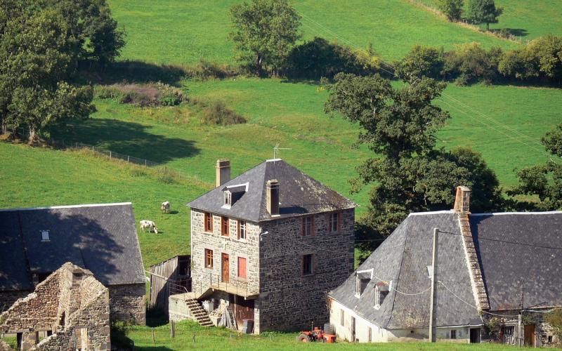 Villes villages du puy de d me tourisme vacances for Piscine puy de dome