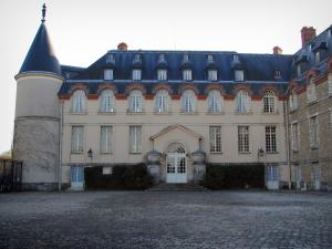 Rambouillet - Tower and facade of the castle