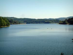 Raviège lake - Lake and forests (Upper Languedoc Regional Nature Park)