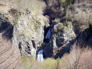 Ray-Pic waterfall - Natural volcanic site, in the town of Péreyres, in the Regional Natural Park of the Ardèche Mountains: Bourges waterfall and basalt columns