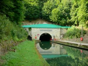 Riqueval towing tunnel - Entrance to the Riqueval underground and Saint-Quentin canal; in the town of Bellicourt