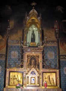 Rocamadour - Inside of the Notre-Dame chapel (miracles chapel): altar and statue of the Black Virgin