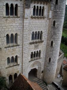 Rocamadour - Former Episcopal palace home to the Sacred Art museum and entrance leading to the sanctuaries place