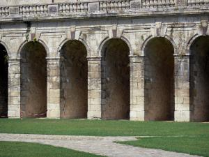 La Roche-Guyon - Arcades of the castle