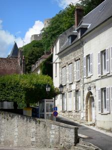 La Roche-Guyon - Facades of houses in the village