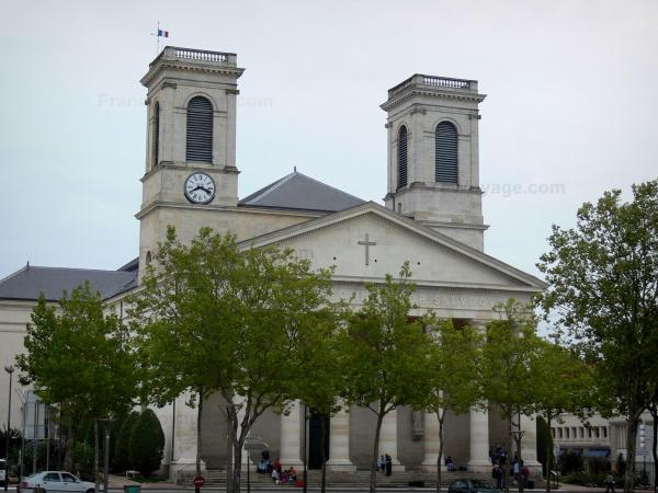 La Roche-sur-Yon - Saint-Louis church of neoclassical style and trees of the Napoleon square