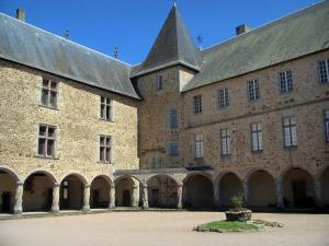 Rochechouart castle - Arcaded gallery of the castle and inner courtyard
